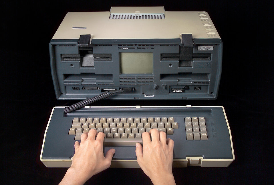 16320-an-early-1980-model-of-a-portable-computer-pv