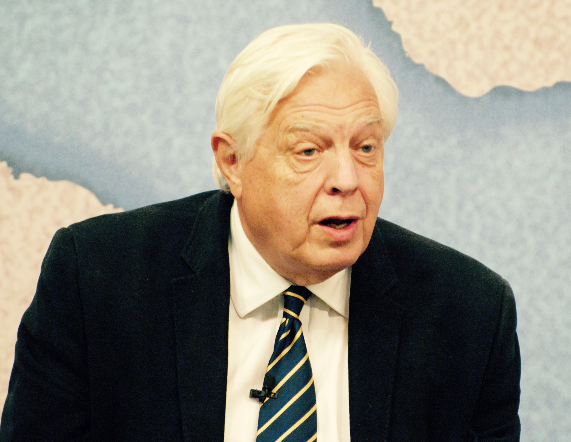 John_Simpson_at_Chatham_House_2015